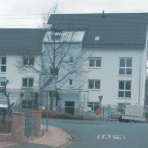 Neubau eines Mehrparteien-Wohnhauses